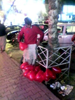 Heart-shaped baloon vendor